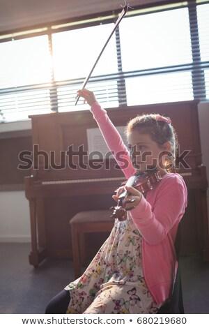 Cute meisje viool muziek klasse vergadering Stockfoto © wavebreak_media