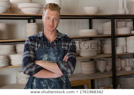 Férfi áll keresztbe tett kar cserépedények műhely portré Stock fotó © wavebreak_media