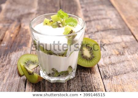 Cam kivi yoğurt üzerinde atış dilimleri Stok fotoğraf © dash