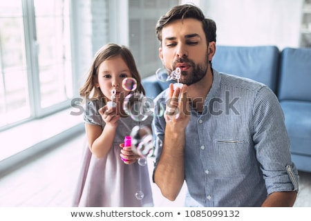 Gelukkig kinderen zeepbellen home jeugd Stockfoto © dolgachov