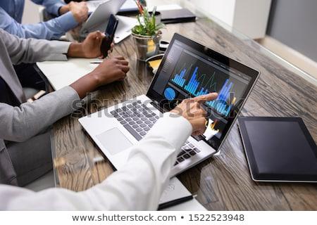 Grupo examinar gráfico ordenador vista lateral Foto stock © AndreyPopov