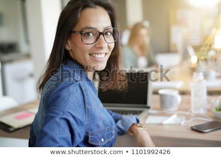 geslaagd · zakenvrouw · bureau · witte · gelukkig - stockfoto © hasloo