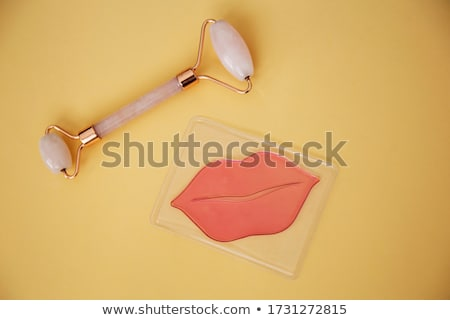 Rode lippen Geel masker mode portret jonge vrouw Stockfoto © carlodapino