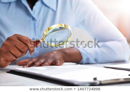 empresario · examinar · factura · lupa · escritorio · negocios - foto stock © andreypopov