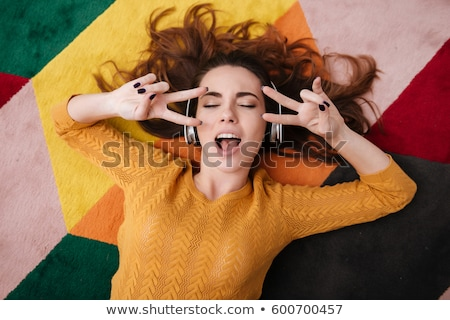 женщину · прослушивании · музыку · полу · домой · рок - Сток-фото © deandrobot