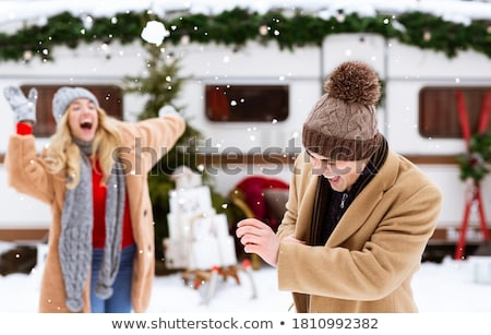 Oynama kar kadın seyahat şapka Stok fotoğraf © IS2