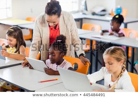 Leraar les studenten technologie school computer Stockfoto © wavebreak_media