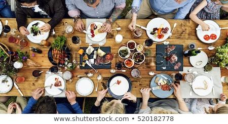 Vrouw eten familie picknicktafel meisje man Stockfoto © IS2