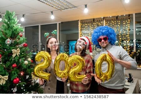 Młodych koledzy nadmuchiwane numery stwarzające Zdjęcia stock © pressmaster