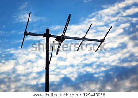 Tv antenne antenne bewolkt dag brits Stockfoto © backyardproductions