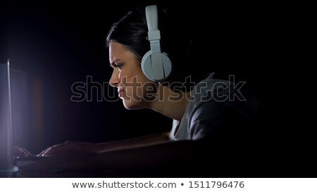 Mujer viendo mensaje red social tarde noche Foto stock © diego_cervo
