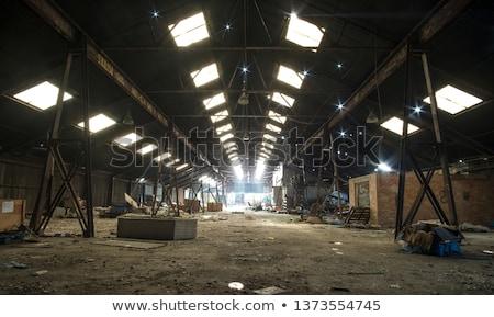 Dakraam verlaten fabriek plafond donkere interieur Stockfoto © sirylok