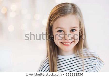 Porträt glücklich wenig Schülerin schauen Kamera Stock foto © deandrobot
