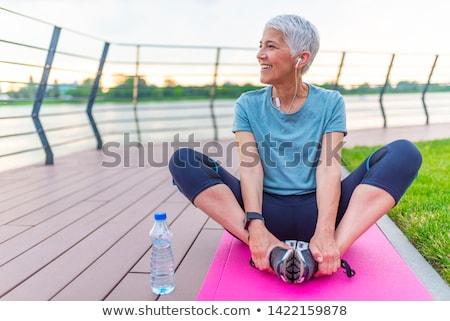 altos · femenino · relajante · parque · sesión · hierba - foto stock © boggy