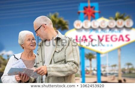 Casal de idosos mapa Las Vegas aposentadoria férias Foto stock © dolgachov