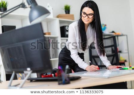 Jeune fille ordinateur bureau marqueur magnétique bord Photo stock © Traimak