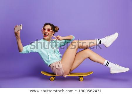 Portré görkorcsolyázó lány kettő napszemüveg tart Stock fotó © deandrobot
