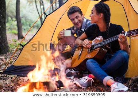 Bos camping paar kampvuur gitaar reizen Stockfoto © robuart