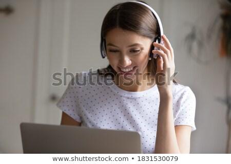 sorridente · caucasiano · mulher · de · negócios · sem · fio · microfone - foto stock © Qingwa