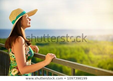 Dziewczyna mewy młoda dziewczyna rock morza Zdjęcia stock © nizhava1956
