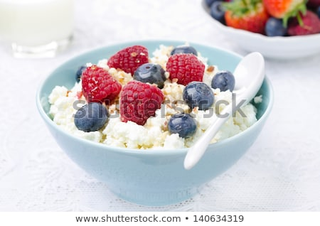 Photo stock: Fromages · chalet · fraise · table · plaque · grasse