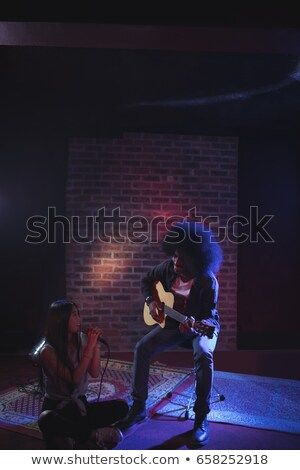 Női énekes férfi gitáros gyakorol nő Stock fotó © wavebreak_media