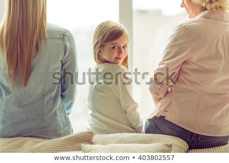 Szczęśliwy dziecko patrząc powrót kanapie dziecko Zdjęcia stock © wavebreak_media