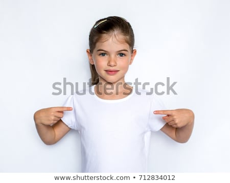 Foto stock: Bonitinho · alegre · little · girl · branco · camisas · isolado