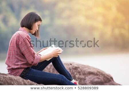 enfant · lecture · livre · extérieur · herbe · jeans - photo stock © is2