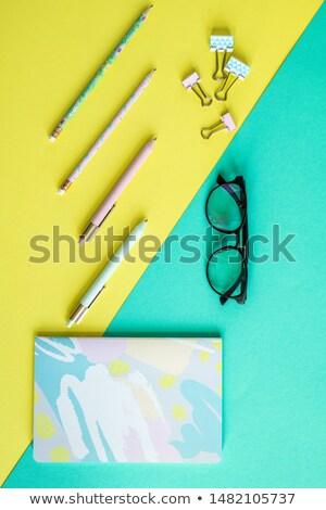 Stylos portable lunettes jaune bleu affaires Photo stock © pressmaster