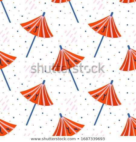 Foto stock: Pequeno · bonitinho · vermelho · guarda-sol · azul · quente