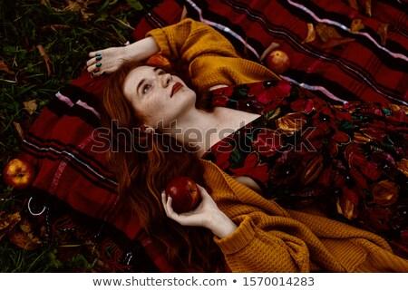 rosso · mele · fiori · foto · donna - foto d'archivio © dolgachov