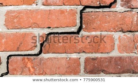 Pared de ladrillo grietas interior fondo yeso pared Foto stock © taviphoto