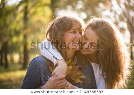 Foto stock: Madre · hija · árbol · nina · hierba