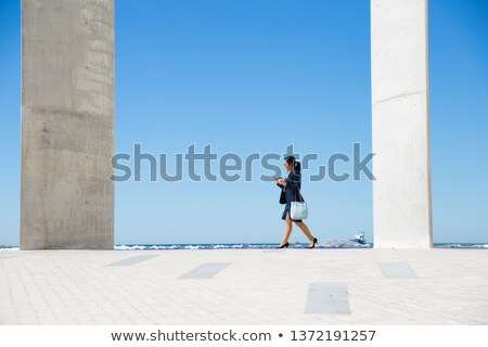 Mulher caminhada passeio público móvel telefone móvel Foto stock © dash