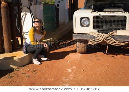 Donna seduta benzina pompare stazione Foto d'archivio © wavebreak_media