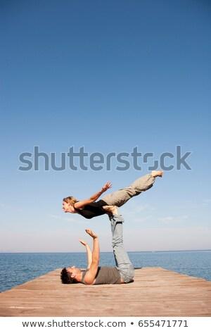 Pár játszik levegő móló férfi utazás Stock fotó © IS2