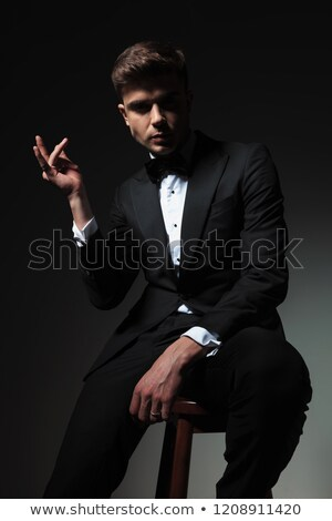 Porträt gut aussehend sitzend Bräutigam Finger grau Stock foto © feedough