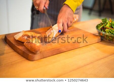 Foto stock: Tiro · mujer · baguette · pan · cuchillo