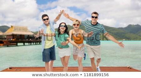 amici · occhiali · da · sole · spiaggia · tropicale · viaggio · estate - foto d'archivio © dolgachov