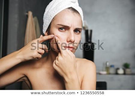 Gyönyörű fiatal zaklatott nő fürdőkád törölköző Stock fotó © deandrobot