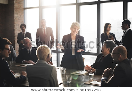 Ludzi biznesu spotkanie burza mózgów sprawozdanie finansowe wykres Zdjęcia stock © snowing