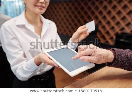 стороны зрелый бизнесмен указывая таблетка отображения Сток-фото © pressmaster