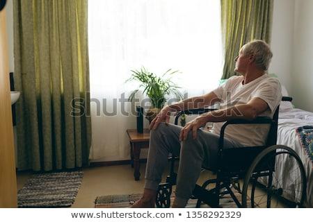 側面図 シニア 白人 男性 患者 座って ストックフォト © wavebreak_media