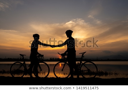 Iki bisikletçiler nehir banka yaz erkekler Stok fotoğraf © ongap