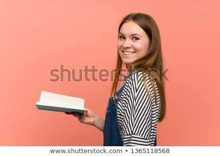 Heureux jeune femme isolé rose mur Photo stock © deandrobot