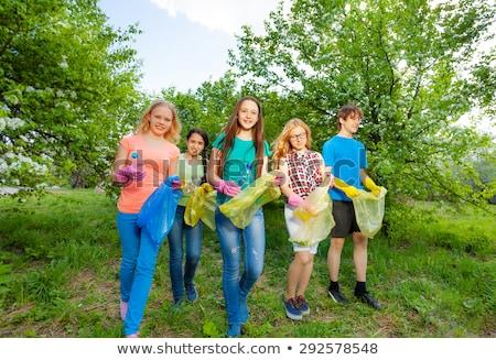 Kinderen verzamelen prullenbak tuin illustratie meisje Stockfoto © colematt