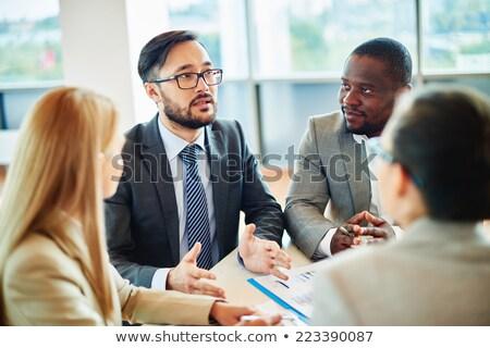 młodych · obcy · koledzy · rząd · elegancki · posiedzenia - zdjęcia stock © pressmaster