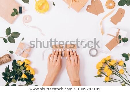 Stok fotoğraf: Kadın · güller · kutu · buket · ayarlamak