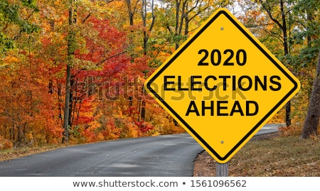 Foto stock: Road Sign Election 2020 On Sky